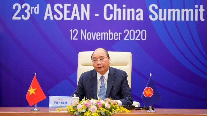 Thủ tướng Nguyễn Xuân Phúc chủ trì Hội nghị Cấp cao ASEAN - Trung Quốc lần thứ 23 - Ảnh: VGP