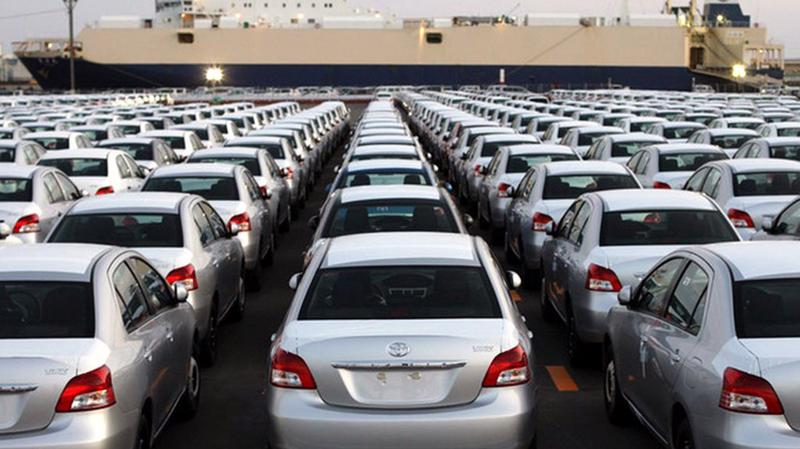Nhập khẩu xe ô tô từ 9 chỗ ngồi trở xuống đạt 1.271 chiếc, trị giá 27,9 triệu USD, chiếm 64,9% lượng ô tô nguyên chiếc các loại nhập khẩu.