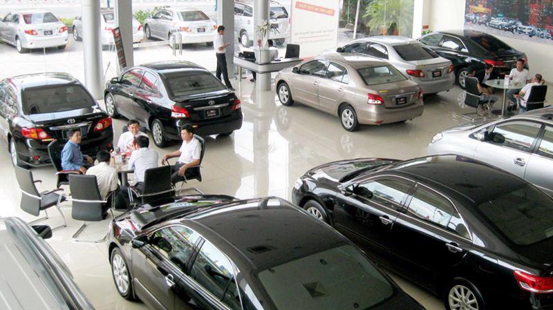 """Doanh số bán xe ôtô sụt giảm trong """"tháng cô hồn"""""""