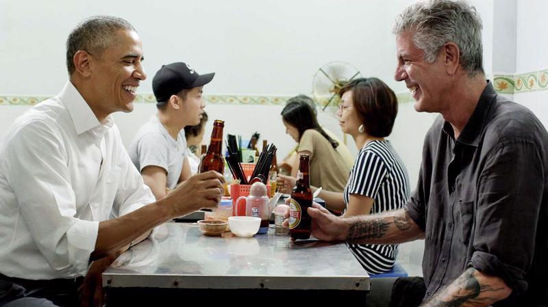 Cựu Tổng thống Obama từng uống Bia Hà Nội chai 450 ml trong chuyến thăm Việt Nam.