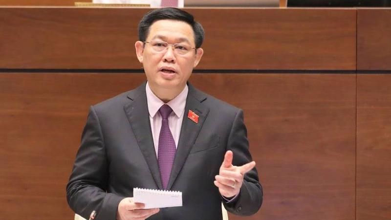 Phó thủ tướng Vương Đình Huệ trả lời chất vấn. (Ảnh: Quang Phúc).