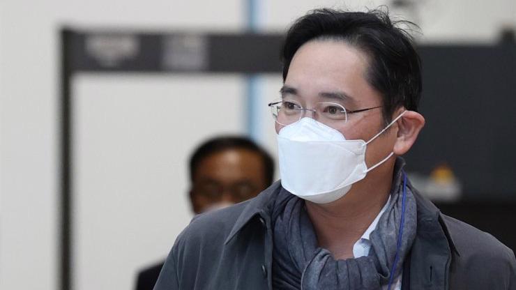Ông Lee Jae-yong tại Sân bay Quốc tế Gimpo (Seoul,Hàn Quốc) sau chuyến công tác châu Âu ngày 14/10/2020 - Ảnh: Yonhap.