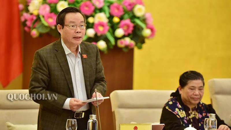 Phó chủ tịch Quốc hội Phùng Quốc Hiển phá biểu tại phiên thảo luận.