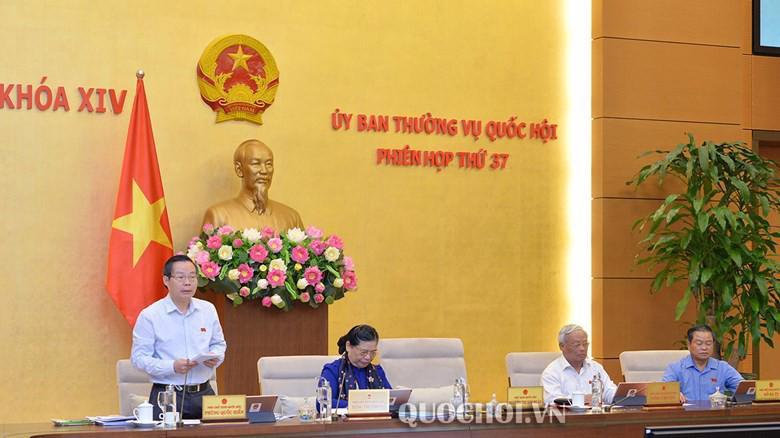 Phó chủ tich Quốc hội Phùng Quốc Hiển điều hành phiên thảo luận