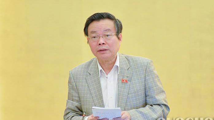 Phó chủ tịch Quốc hội Phùng Quốc Hiển góp ý hoàn thiện dự thảo luật.