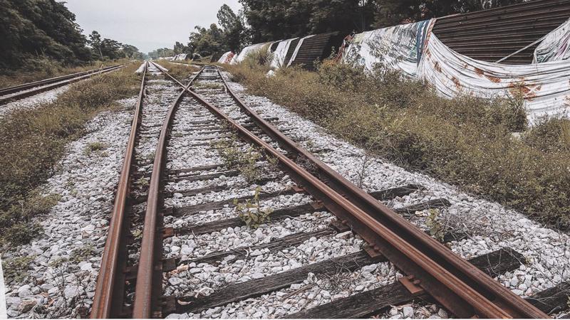 Dự án đường sắt Phả Lại - Hạ Long đã triển khai 15 năm nhưng đang dừng thi công, gây nhiều hệ luỵ.