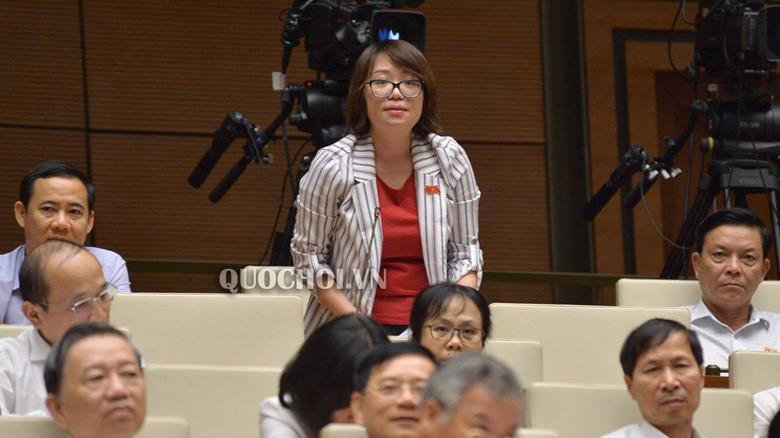 Đại biểu Phạm Thị Minh Hiền (Phú Yên) chất vấn Bộ trưởng Bộ Giáo dục và đào tạo
