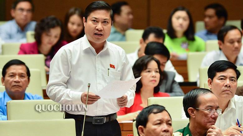 Đại biểu Phan Thái Bình (Quảng Nam) phát biểu tại hội trường.