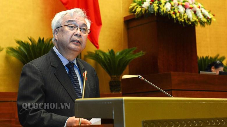 Chủ nhiệm Uỷ ban Văn hoá, giáo dục, thanh thiếu niên và nhi đồng của Quốc hội Phan Thanh Bình báo cáo tiếp thu, giải trình.