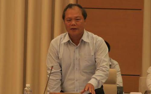 """Chủ nhiệm Ủy ban Pháp luật Phan Trung Lý kiên trì quan điểm """"nước lên thì thuyền lên"""" với <span style=""""font-family: 'Times New Roman'; font-size: 15px;"""">mức lãi suất cố định tối đa 20%/năm của khoản tiền vay.</span>"""
