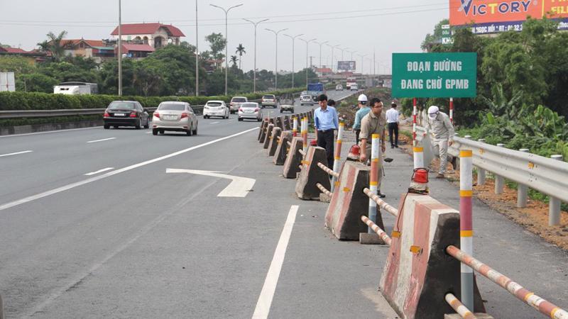 Cao tốc Pháp Vân - Cầu Giẽ vỡ tiến độ nghiêm trọng vì vướng mặt bằng.