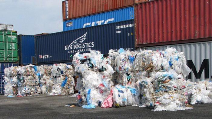 Phế liệu nhập khẩu làm nguyên liệu sản xuất từ nước ngoài vào Việt Nam phải đáp ứng yêu cầu quy định tại khoản 1 Điều 76 Luật Bảo vệ môi trường.