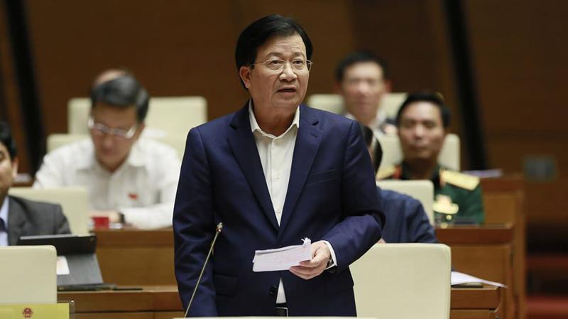 Phó thủ tướng Trịnh Đình Dũng giải trình trong phiên chất vấn sáng 7/11 của Quốc hội - Ảnh: Quang Phúc
