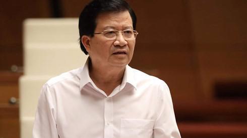 Phó thủ tướng Trịnh Đình Dũng báo cáo giải trình trước Quốc hội.