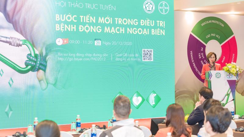 """Ths.BS Trần Thị Lan Hương, Giám đốc Y khoa nhánh Dược phẩm, Bayer Việt Nam phát biểu chào mừng tại hội thảo """"Bước tiến mới trong điều trị bệnh động mạch ngoại biên"""""""
