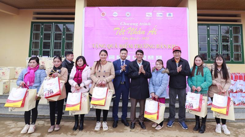 Chương trình Tết nhân ái là một hoạt động nằm trong chuỗi các hoạt động thiện nguyện được Vietjet tổ chức xuyên xuốt trong nhiều năm qua.