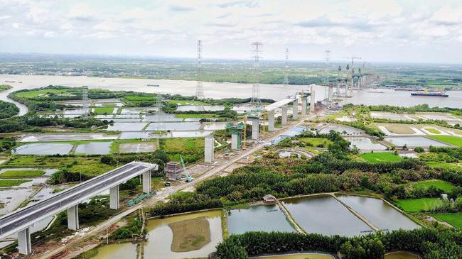 Dự án đường cao tốc Bến Lức - Long Thành có tổng chiều dài toàn tuyến 57,1 km, đi qua địa phận Tp.HCM, tỉnh Long An và Đồng Nai.
