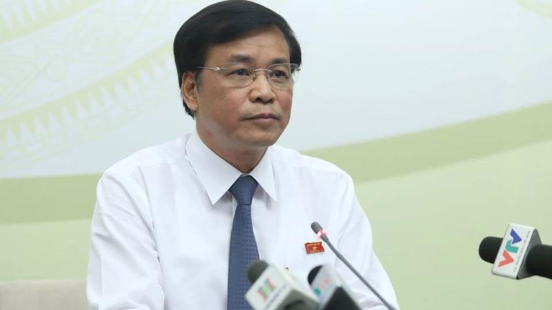 """Tổng thư ký Quốc hội Nguyễn Hạnh Phúc đã chủ động xuống Trung tâm báo chí kỳ họp Quốc hội thông báo về danh sách các thành viên Chính phủ được chọn lên """"ghế nóng"""" tại kỳ họp này - Ảnh: Quang Phúc"""