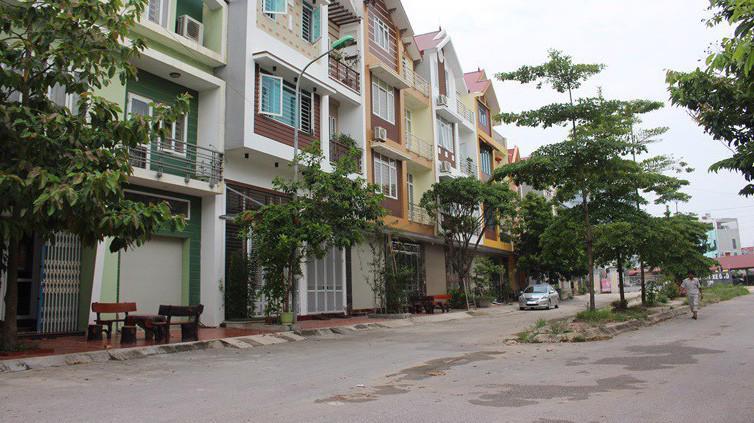 Thành phố Phúc Yên được thành lập trên cơ sở toàn bộ 120,13 km2, 155.435 người và 10 đơn vị hành chính cấp xã của thị xã Phúc Yên.
