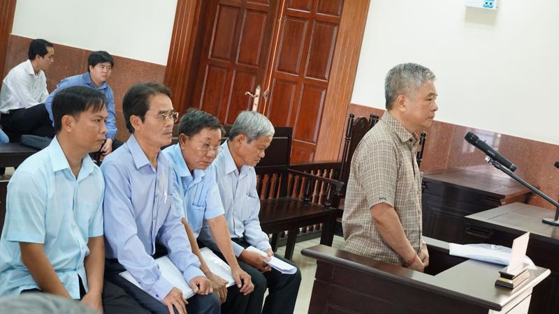 Nguyên Phó thống đốc Đặng Thanh Bình và các đồng phạm tại Tòa.