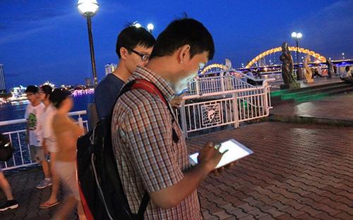 UBND thành phố Đà Nẵng cũng đề nghị Công an thành phố và Sở Giao thông  Vận tải tăng cường công tác giám sát người tham gia giao thông chơi trò  chơi Pokemon Go trong lúc điều khiển phương tiện giao thông.