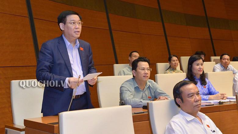 Phó thủ tướng Vương Đình Huệ giài trình ý kiến đại biểu