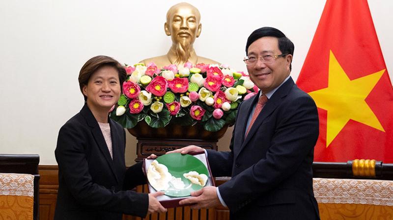 Phó Thủ tướng, Bộ trưởng Ngoại giao Phạm Bình Minh tiếp Đại sứ Đặc mệnh toàn quyền Singapore Catherine Wong - Ảnh VGP