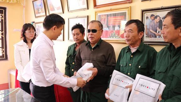 Ngoài quà của Nhà nước, Hà Nội cũng sẽ dành ngân sách thành phố tặng quà Tết cho người có công, đối tượng chính sách. Ảnh minh họa.