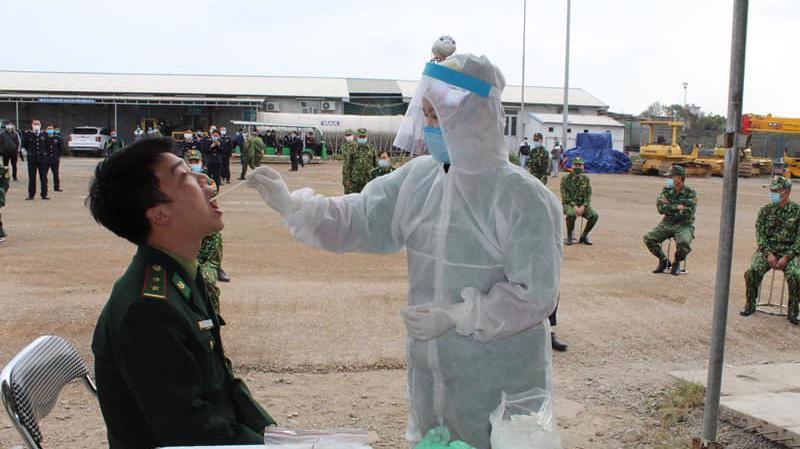 Quảng Ninh tăng tốc lấy mẫu xét nghiệm các trường hợp liên quan ca bệnh. Ảnh - Đình Anh.