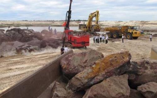 Dự án khai hác quặng sắt Thạch Khê đang gặp phải nhiều ý kiến trái chiều.