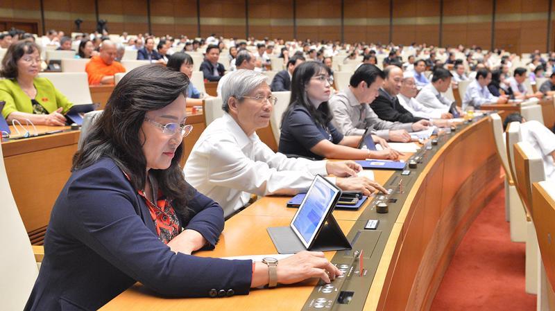 Quốc hội biểu quyết thông qua Luật Người Việt Nam đi làm việc ở nước ngoài theo hợp đồng (sửa đổi) - Ảnh: Quochoi.vn