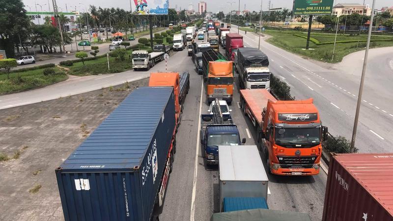 Quốc lộ 5 ùn tắc và thường xuyên xảy ra tai nạn nguy hiểm - Ảnh: internet.