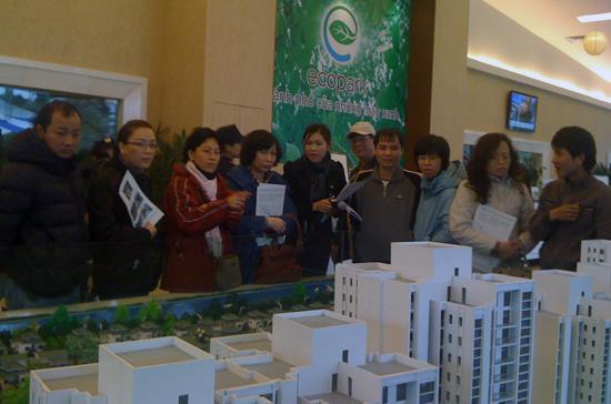 Nhiều người cho rằng nhu cầu về bất động sản tại Hà Nội vẫn rất lớn.