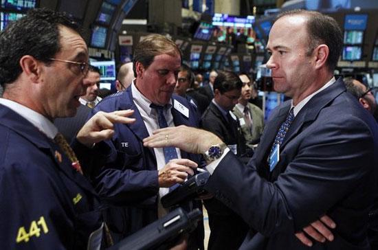 """""""Tôi không hề thấy có động lực to tát nào để mua cổ phiếu vào"""", chuyên gia James Dailey thuộc quỹ TEAM ở Pennsylvania, cho biết."""