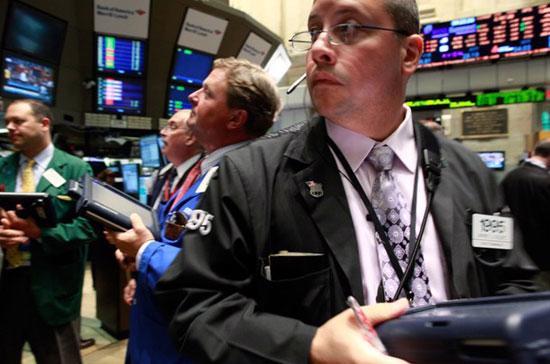 Khối lượng giao dịch toàn thị trường đã được nâng lên, với khoảng 5,18  tỷ cổ phiếu được chuyển nhượng trên cả ba sàn New York, American và  Nasdaq - <i>Ảnh: Reuters</i>.<br>