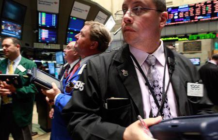 Phiên giao dịch cuối cùng của tháng 5, chứng khoán Mỹ tiếp tục giảm điểm nhưng biên độ đã được rút ngắn - Ảnh: Reuters.