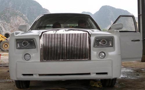 """Tổng chi phí mua vật liệu và độ hoàn thiện chiếc Rolls-Royce Phantom """"nhái"""" vào khoảng 240 triệu đồng <i>- Ảnh: Lê Ngọc.</i>"""