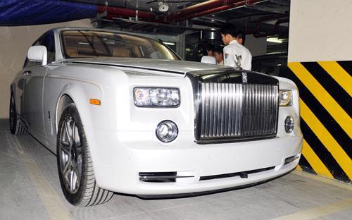 Chiếc Rolls-Royce Phantom Spirit of Ecstasy Edition cực hiếm nhập tịch Hà Nội cuối năm 2011 <i>- Ảnh: Bobi.</i><br>