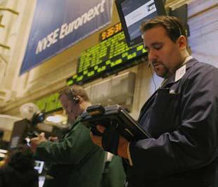 Chứng khoán Mỹ đã tăng điểm nhờ thông tin tích cực hơn đến từ thị trường nhà đất - Ảnh: Reuters.