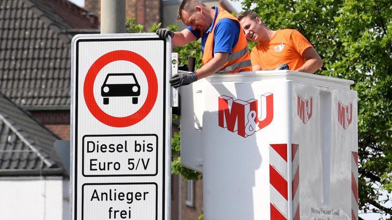 Giới chức Hamburg cho biết sẽ bắt đầu cấm các ôtô và xe tải cũ chạy trên một trục đường chính ở trung tâm thành phố này từ ngày 31/5.