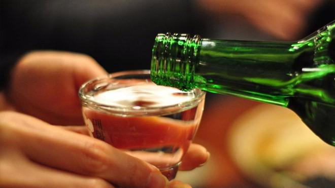 Tới đây, nhiều địa điểm công cộng sẽ bị cấm uống rượu, bia. Ảnh minh họa.