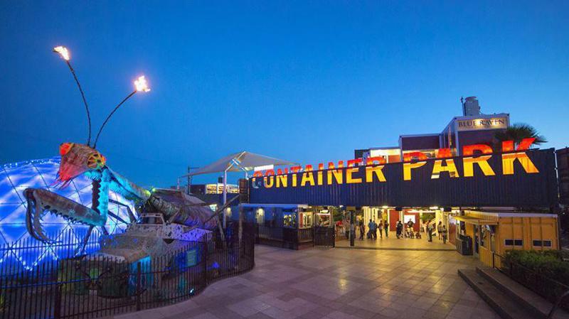Container Park là kết quả của sự hợp tác với kiến trúc sư nổi tiếng.