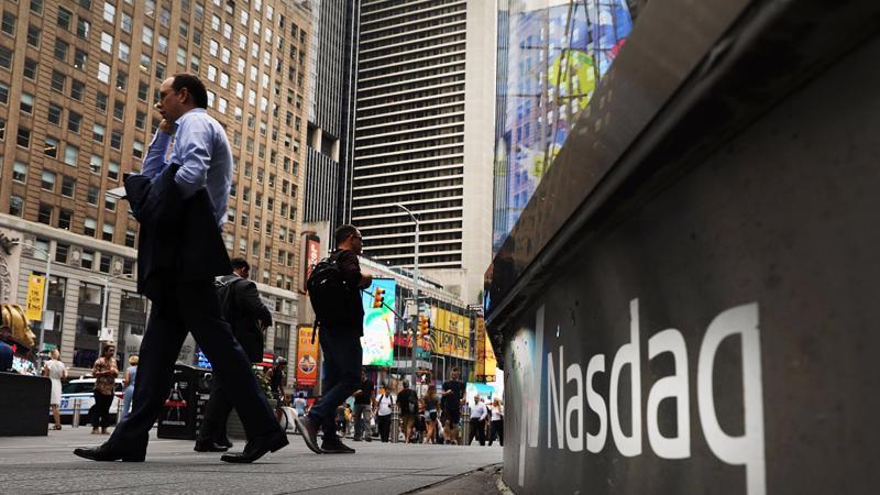 4 cổ phiếu Apple, Microsoft, Alphabet và Amazon góp phần giúp chỉ số Nasdaq tăng 325% trong thập niên 2010 - Ảnh: AP.