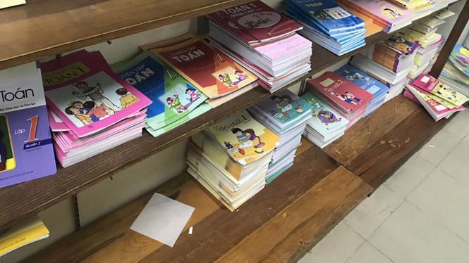 Thứ trưởng Nguyễn Hữu Độ cho biết, sách giáo khoa mà học sinh viết vào trong sách là thực hiện nghị quyết 40 của Quốc hội ban hành năm 2000.