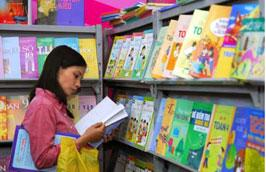 Giá giấy, công in, vận chuyển... thời gian qua đều tăng đã khiến giá sách giáo khoa phục vụ năm học mới được điều chỉnh tăng.