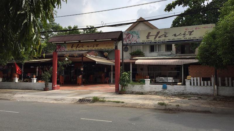 Tại khu đất công số 2 Hàn Thuyên (phường Bình Thọ, quận Thủ Đức), Saigontourist cho một nhà hàng có tên là Hà Vịt thuê.