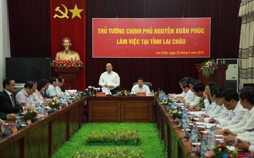 Thủ tướng Nguyễn Xuân Phúc chủ trì cuộc họp với lãnh đạo tỉnh Lai Châu chiều 22/4.<br>