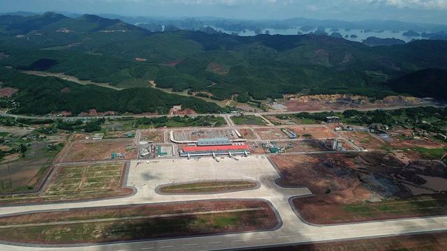 Dự án sân bay Vân Đồn có tổng mức đầu tư (gồm cả lãi vay) là 7.258 tỷ đồng. Lợi nhuận dự kiến 14% tổng chi phí. Thời gian khai thác hoàn vốn cho chủ đầu tư là 45 năm.