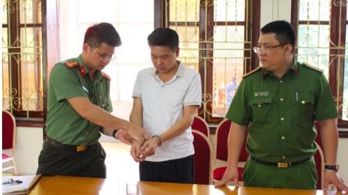 Cơ quan An ninh điều tra ra lệnh bắt bị can để tạm giam đối với Trần Xuân Yến - Nguyên Phó Giám đốc Sở Giáo dục và đào tạo tỉnh Sơn La.