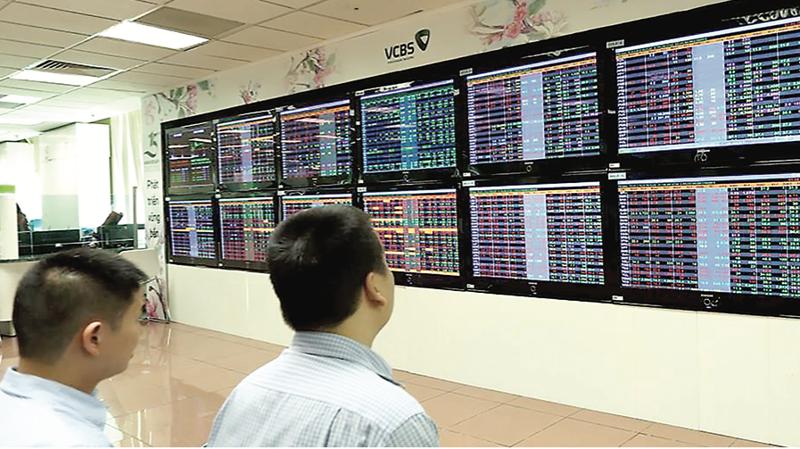 Phát triển thị trường dài hạn không thể nâng lô, chuyển sàn giao dịch